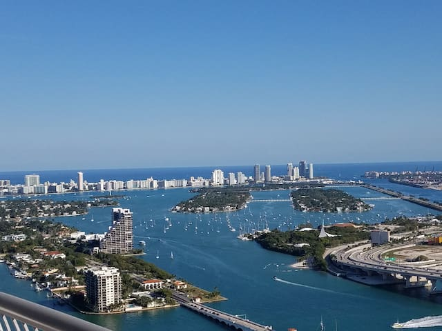 Luxury Penthouse - Breathtaking Views.  55th Floor