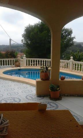 Villa mit Swimmingpool in traumhafter Lage - Benissa - Maison