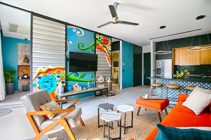 Funky Loft Style Condo | Mountain Views, Rooftop Pool, Gym