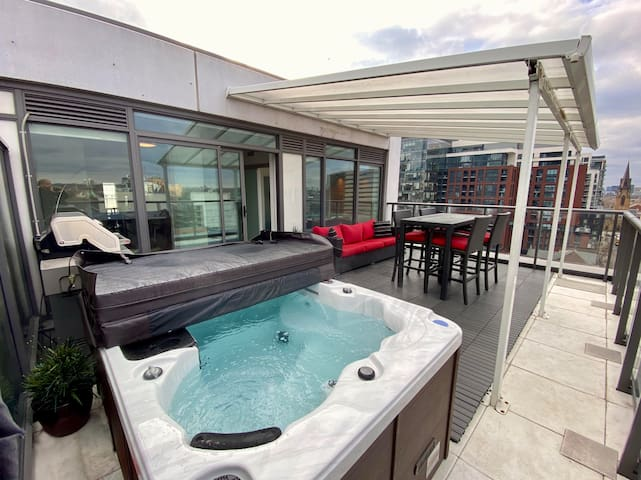 PENTHOUSE WITH LARGE HOT TUB