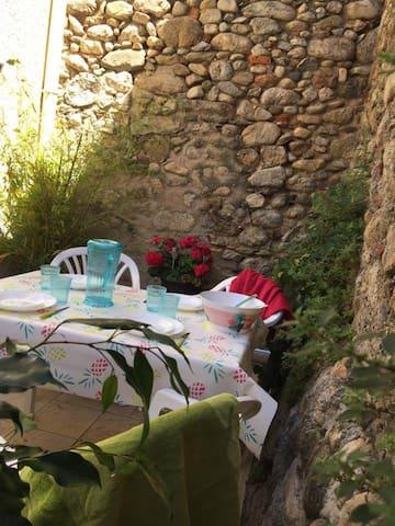 Joli petit duplex avec terrasse à Argelès village