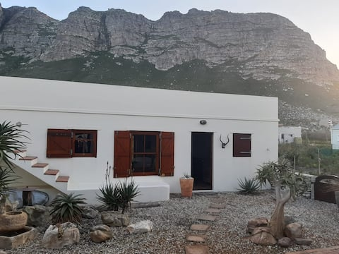 Aloe Cottage in  Betty's Bay, close to Cape Town