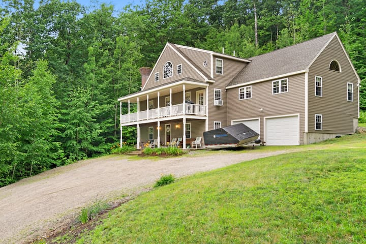 NEW LISTING! Charming, rural house w/ foosball table, Ping-Pong, & grill!
