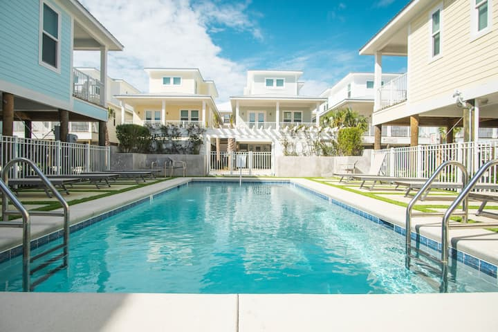 Modern Cottage, Walk to the Beach, Hangout, and Pool!
