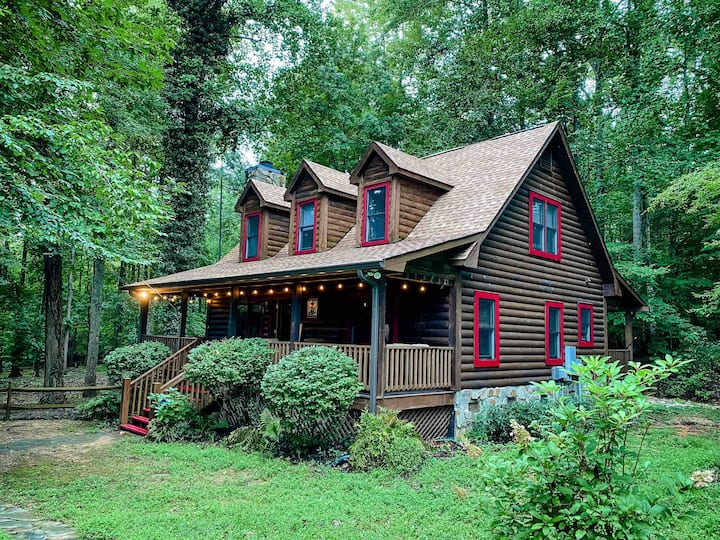 Charming Upscale Cabin near Downtown!