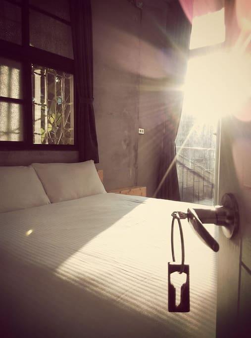 2F B套房•靜謐二人房(可加1床) 雙人床一張 有落地窗大露臺 乾濕分離獨立衛浴