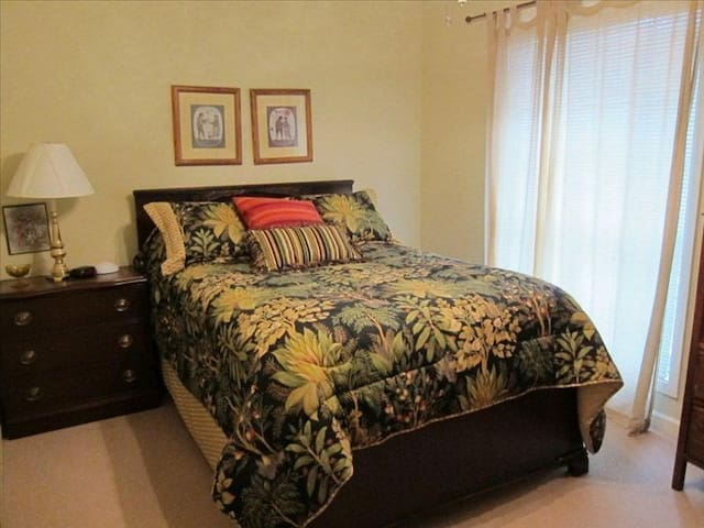 Upper level bedroom with full bed