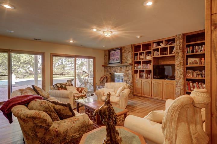 Spacious 2-bedroom near Colorado Horse Park