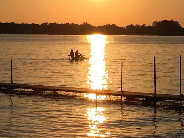 75 Ft Sand Beach~Family-Friendly Lake Home~Sunsets