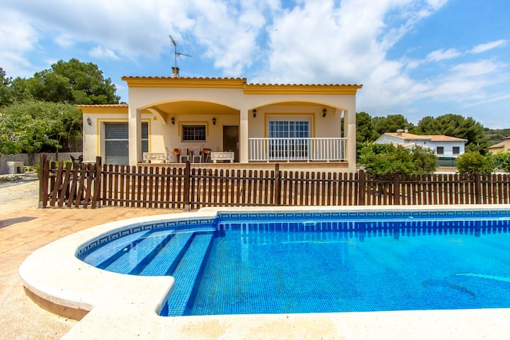 Catalunya Casas: Villa Borras on Costa Dorada hills, only 3 km to the beach!
