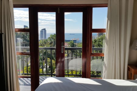 Centrally located Studio suite with sea views - Umhlanga