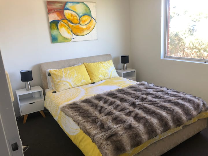 Gorgeous room in comfy apartment, Marrickville