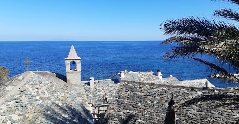 Charmante maison de village avec vue mer