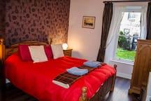 Beautiful king room in Stockbridge , Edinburgh