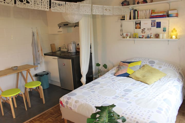 Cosy Parisian flat for two