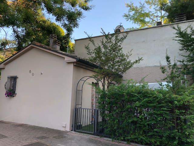 Deliziosa mini casa indipendente con giardinetto