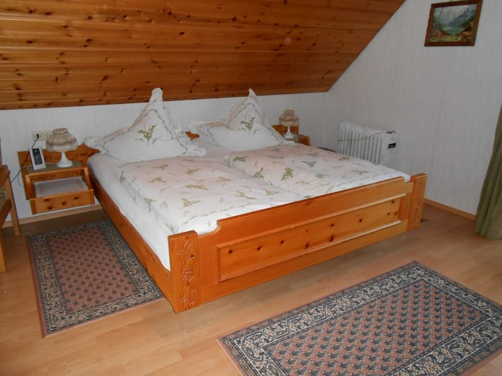 Gästehaus Schoch-Bächle, (Bad Rippoldsau-Schapbach), Doppelzimmer Nr. 2 mit Dusche/WC und Balkon