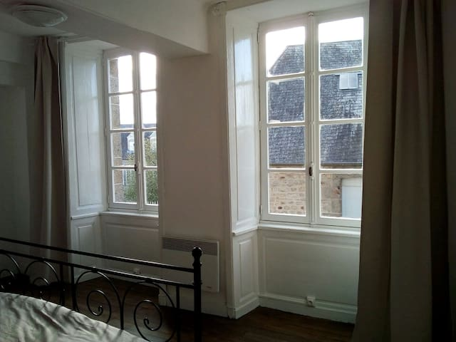 3 storey townhouse with garden in small town