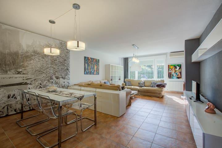 """Casa """"Picasso"""" con piscina entre  Madrid y Toledo"""