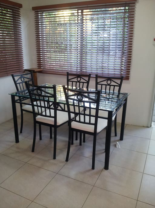 Ding table with 6 chairs
