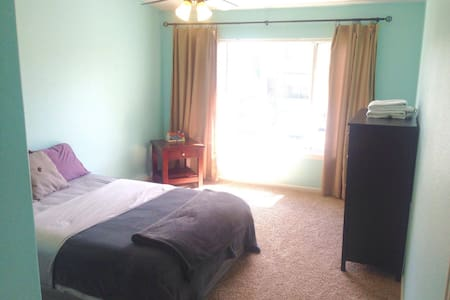 Large Bedroom Suite close to Red Rocks & Foothills - Littleton