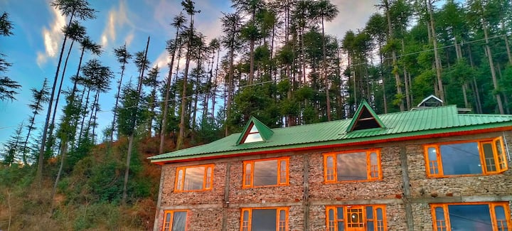 Snow Vista Himalayan Homestay | Wood Stone | Fagu