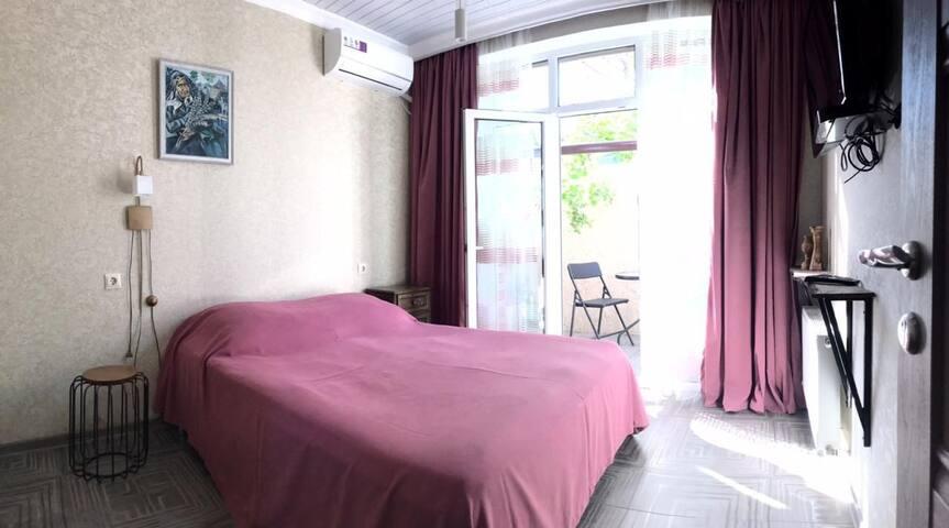 Уютный двухместный номер в центре Анапы (Ш. М)