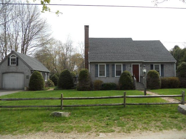 Three bedroom House 1 Mile from Charlestown Beach