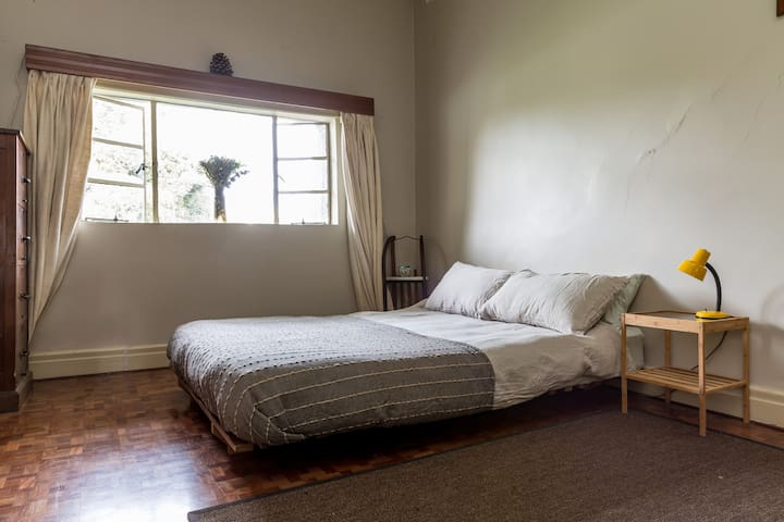 Cosy country home minutes from CBD. - Northcote - Casa