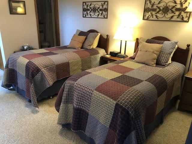 Pinehaven Room near Devil's Lake and WI Dells