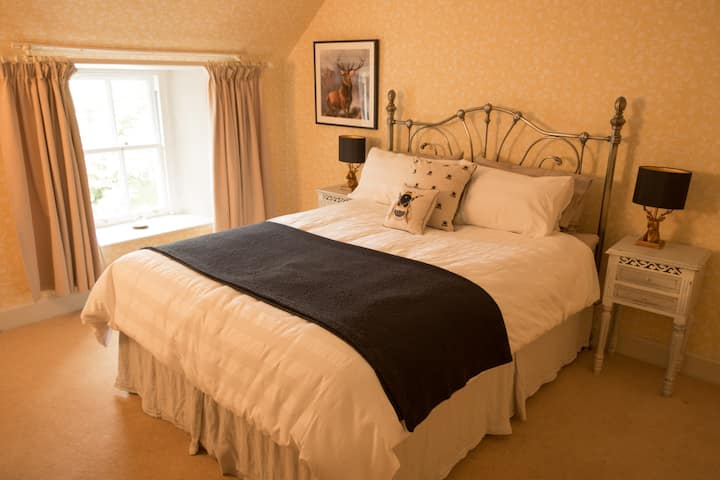 Comfortable and charming King Room - Perthshire
