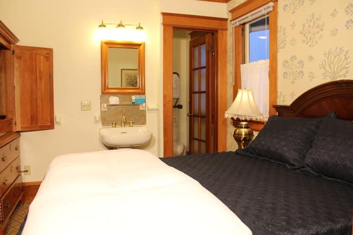 Ocean Views,ROMANTIC QUEEN BEDROOM