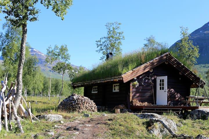 Eivind Astrup Cabin / Huskylodge - Bones