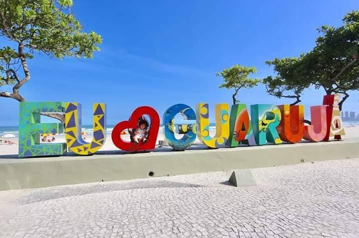 SOBRADO NO GUARUJÁ / 5 min. Praia do Pernambuco