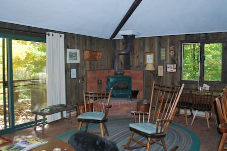 Secluded, cozy and affordable - Jamaica - House