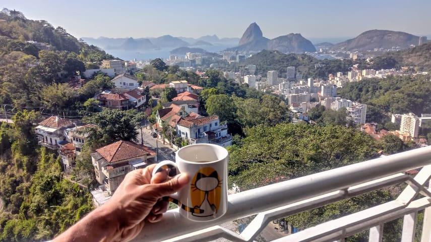 Quarto Pássaros em Cobertura e linda vista do Rio