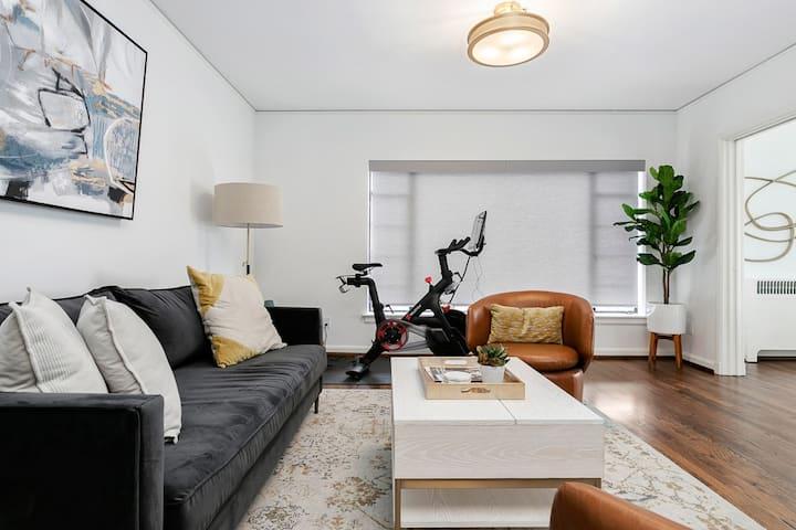 Luxury Contemporary Apartment With Peloton Bike