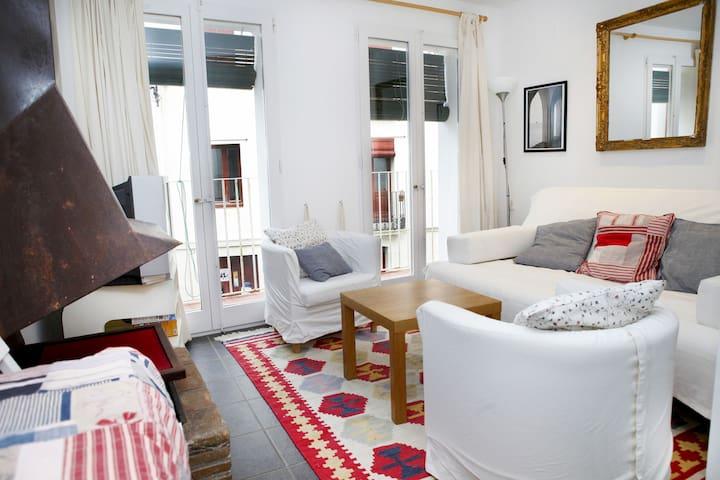 101.117-Appartement placés sur la Plaça de l'estrella, vieux village.