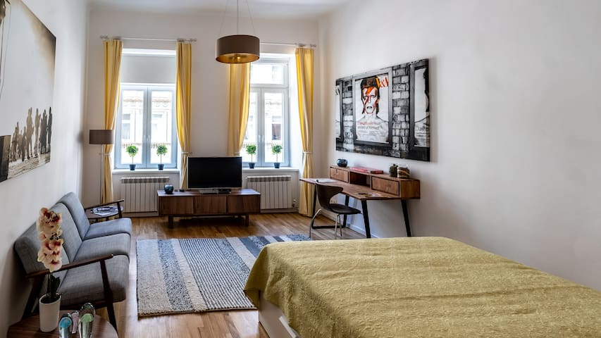Cozy & stylish flat for 2 near Giant Ferris Wheel