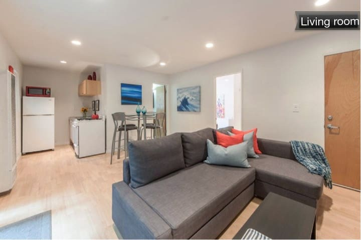 Modern Beach Apartment steps to sand! - Hermosa Beach - Apartamento