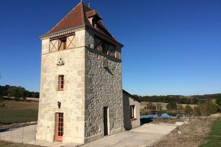 Pigeonnier avec vue panoramique - Moulinet