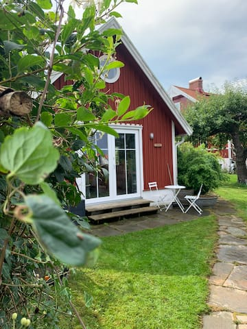 Charming cottage near the sea