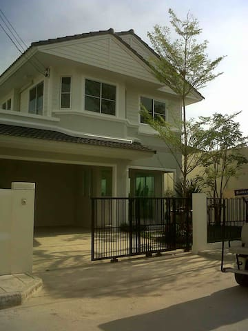 House close to ABAC University (Bangna Campus) - Hus