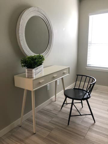 Small work space/king bedroom