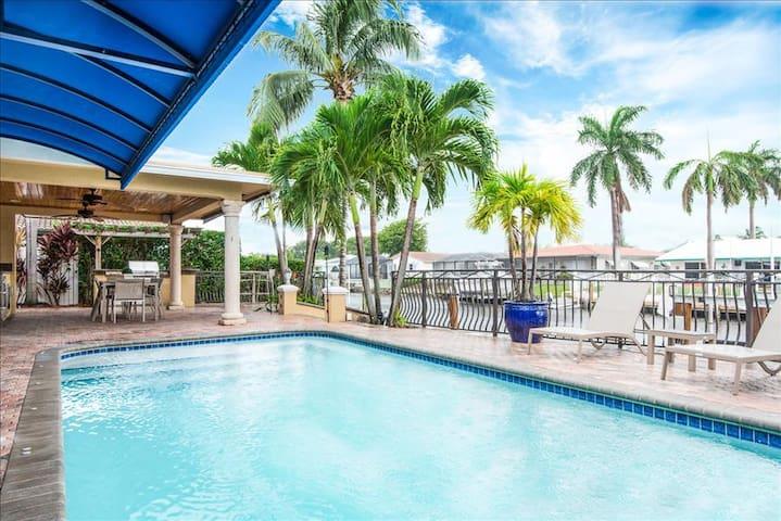 Palm Villa: New Remodel / Waterfront / Salt Water Pool! - Pompano Beach - Huis