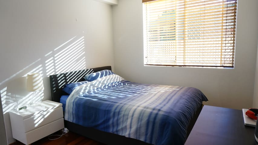 Cosy room only minutes to Sydney CBD (2)