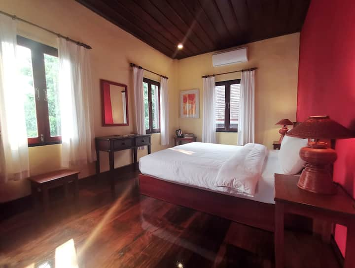 Beautiful room in the middle of Luang Prabang