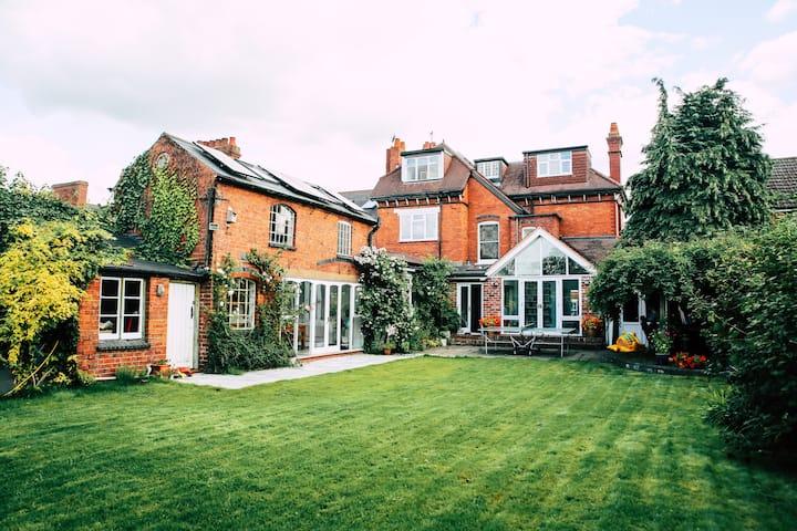Stylish period 7 bed home, big garden, sleeps 14