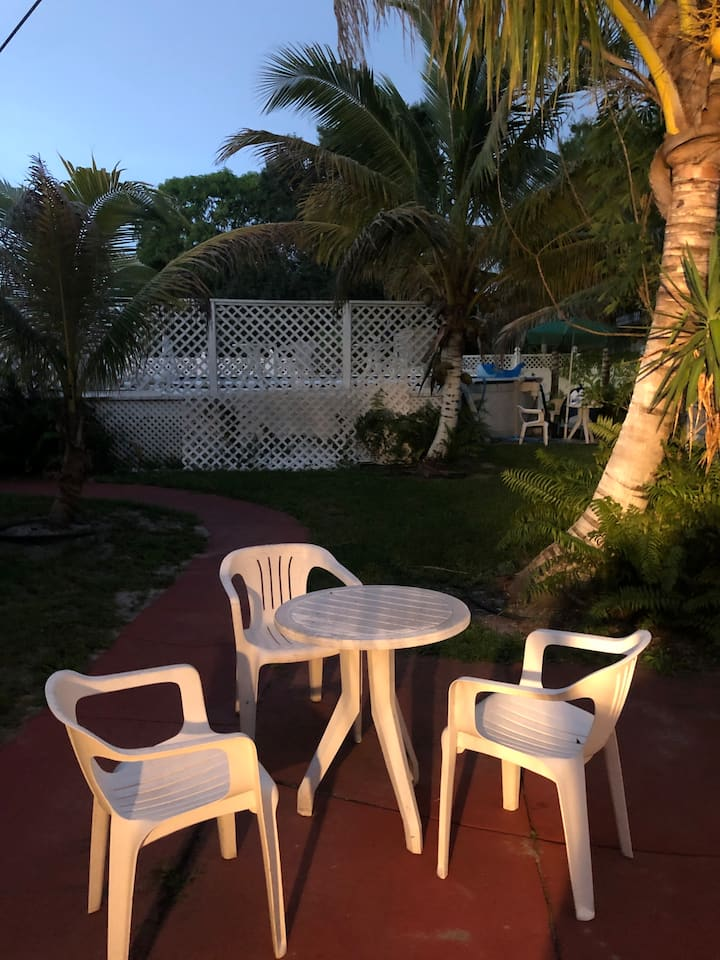 Kukis Palm Tree Paradise Getaway