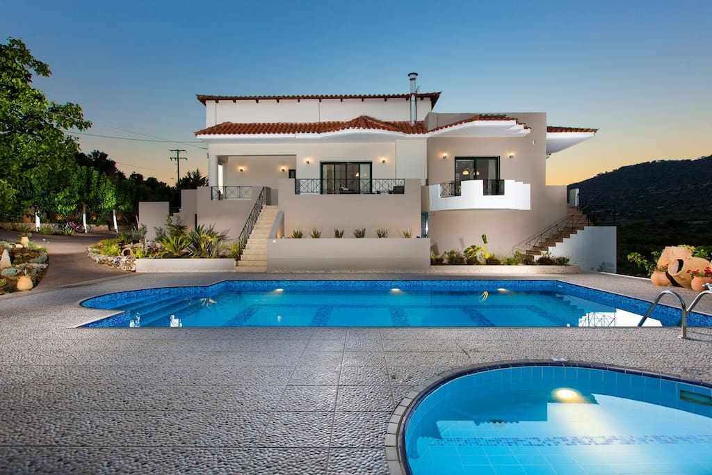 Alonia Villa, a brand new, amazing Villa!